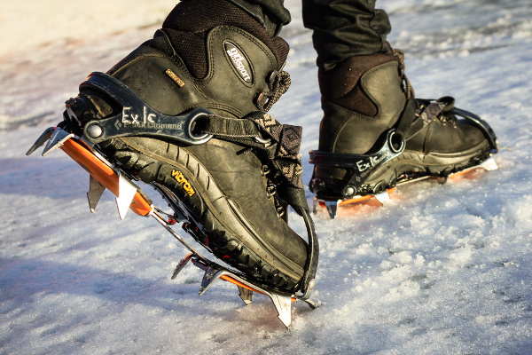 shoes-crampons.jpg