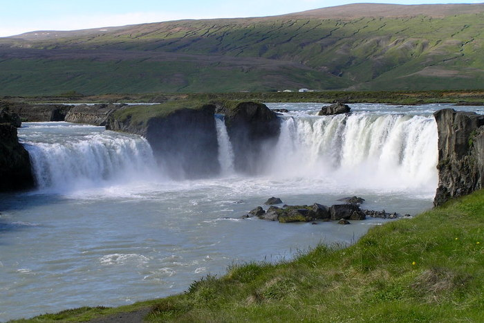 Godafoss waterfall, Northeast Iceland.jpg